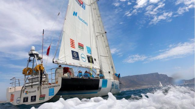 "Yacht ""Nasdaq"" dey sail at di start of round three of di Clipper Round The World Yacht race for Cape Town, South Africa on 31 October 2017"