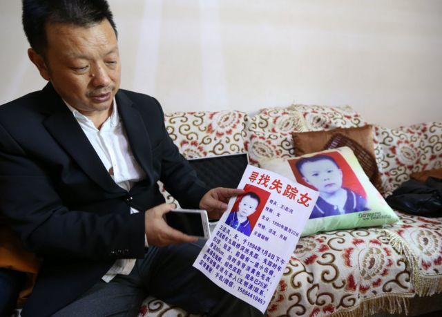 Slika Vanga Mingkinga i oglasa kojim traži kćerku