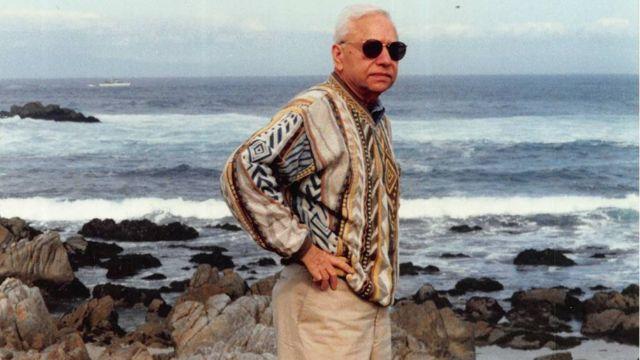 El doctor Sehgal en la playa
