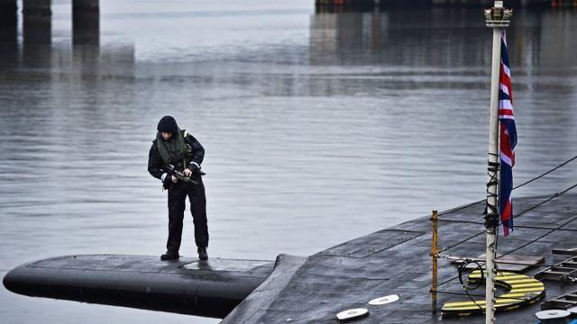 """Часовой на британской субмарине """"Виджилэнт"""""""