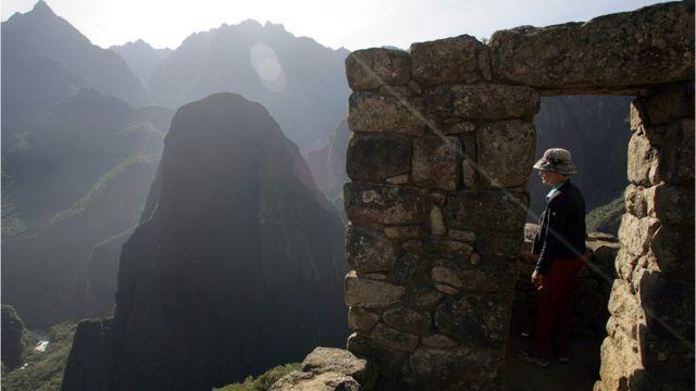 visitante en Machu Picchu