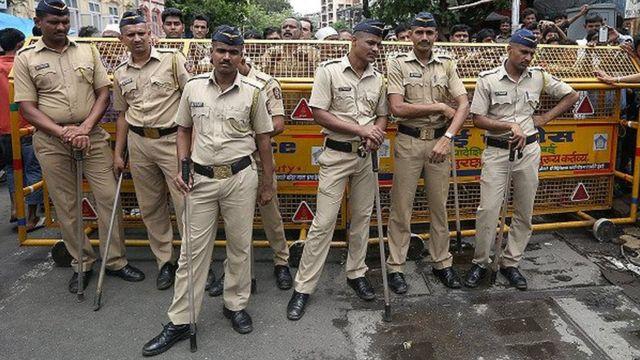 मुंबई पुलिस के जवान.