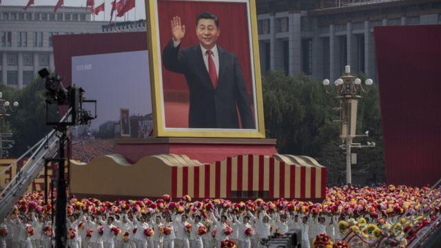 Retrato de Xi Jinping durante comemoração, em 1º de outubro, dos 70 anos da República Popular da China