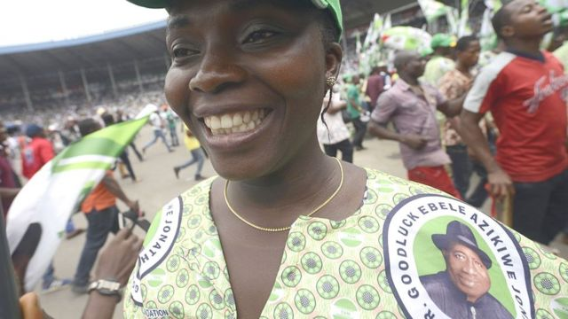 Voter dey wear cloth wey get politician face on top