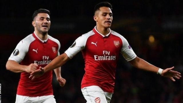 Mchezaji bora wa mechi hiyo Alexis Sanchez wa Arsenal akisherehekea bao lake