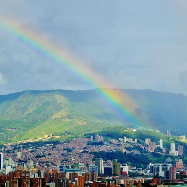 Arcoíris en Medellín, Colombia