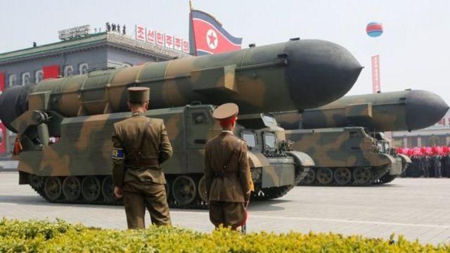 พาเหรดกองทัพเกาหลีเหนือ
