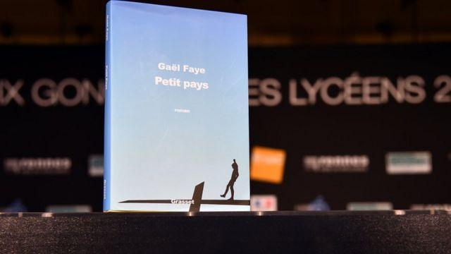 Le jury, composé de 2 000 adolescents français, ont choisi ''Petit Pays'', roman qui évoque le quotidien d'un jeune garçon au Burundi.