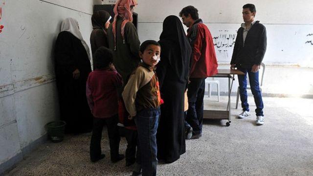 Sírios sendo tratados de leishmaniose em Alepo