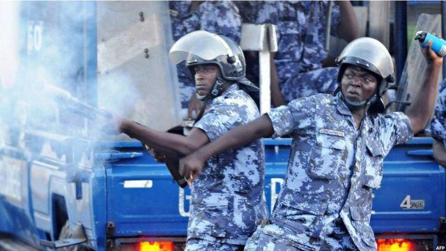 Les manifestants demandent la réouverture de deux médias fermés par la HAAC.
