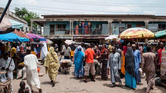 Mercado de rua em Maiduguri