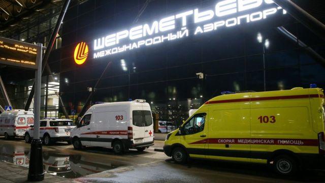 К Шереметьево приехало много машин Скорой помощи