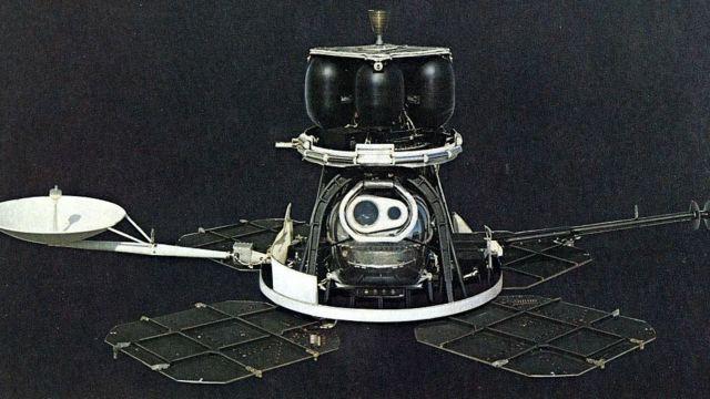 Fotografía histórica de un Lunar Orbiter.
