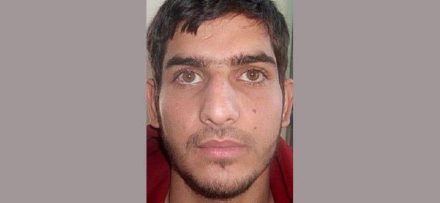 仏警察はこの男性の身元情報を求めている