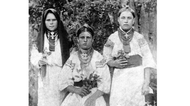Популярною прикрасою серед селян був нагрудний хрест.