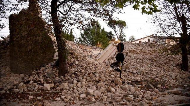 انهيار جدار منزل في وسط نورسيا