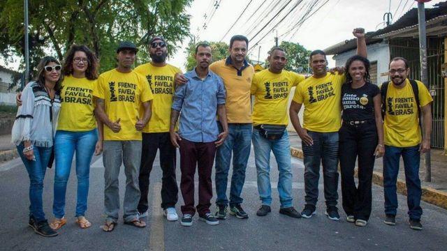 Integrantes da frente em Ibura, bairro do Recife.
