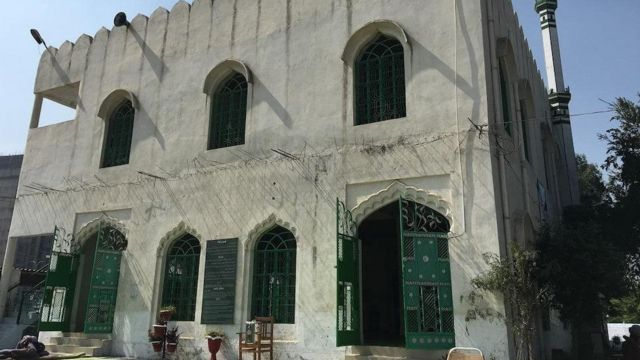 ২০০৫ সালে অম্বর মসজিদ তৈরির কাজ শুরু করেন শাইস্তা অম্বর