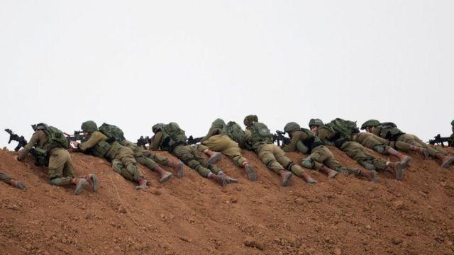 """إسرائيل تحتجز جثماني فلسطينيين قتلا في """"يوم الأرض"""""""