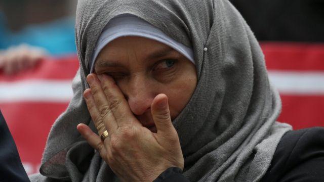 Una refugiada siria protesta en una corte de apelaciones en Seattle contra el veto migratorio de Trump.