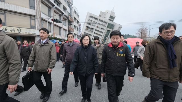 台灣總統蔡英文往雲門翠堤大樓勘災。