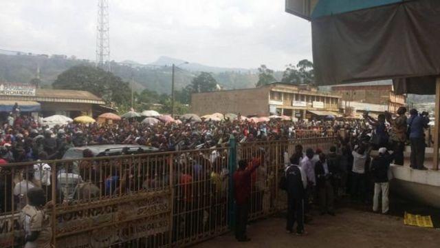 La coupure d'internet dans la partie Sud du Cameroun du 17 janvier au 21 avril 2017 était selon eux, l'une des conséquences de leurs revendications.
