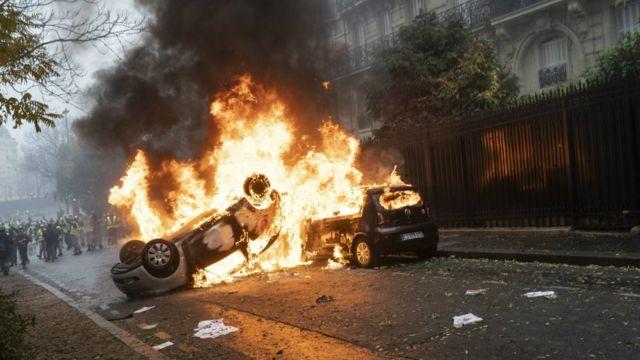 """Bạo lực từ cuộc biểu tình """"áo vàng"""" đã gây sốc cho Pháp"""