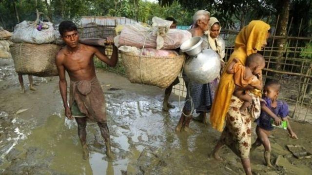 ผู้ลี้ภัยชาวโรฮิงญาเกือบ 400,000 คนเดินทางเข้ามาในบังกลาเทศนับตั้งแต่ความรุนแรงล่าสุดปะทุขึ้นในเมียนมา