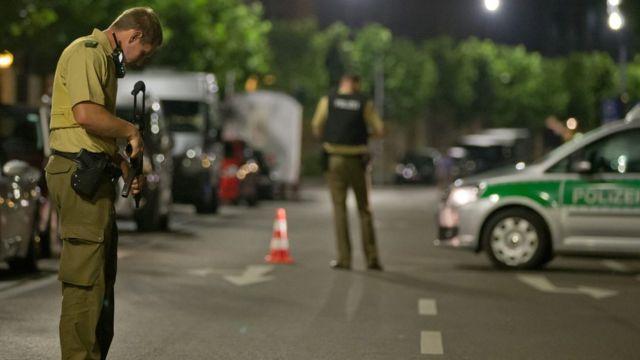 Policiais isolaram o centro da cidade de Ansbach