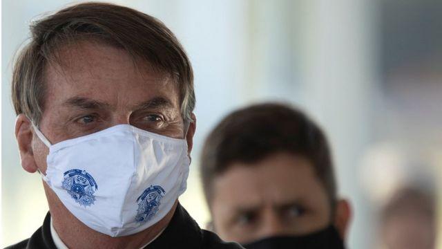 Presidente Bolsonaro usando uma máscara no dia 22 de maio