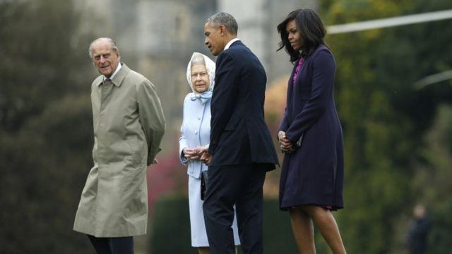 Umwamikazi Elizabeth n'umugabo we igikomangoma Phillip bakira Barack na Michelle Obama