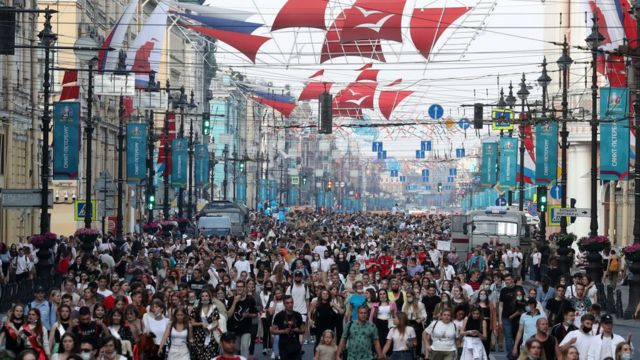 гуляющие в Петербурге