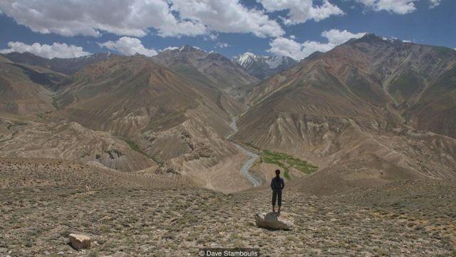 放眼望去高耸入云的高山雪峰连绵不断,不只有帕米尔高原的群峰,还能看到起源于阿富汗的兴都库什山脉