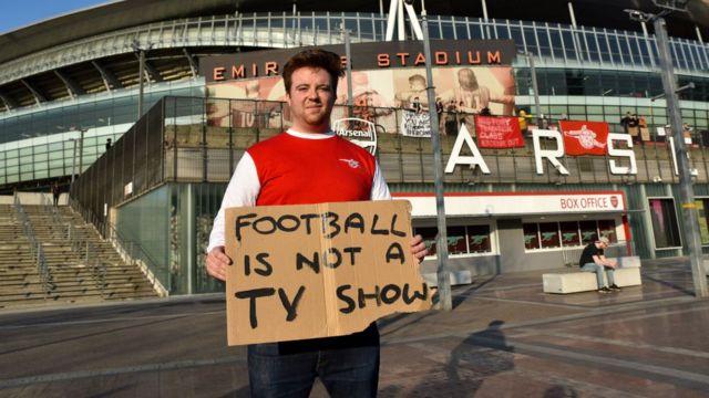 Arsenal fan protesting against the European Super League.