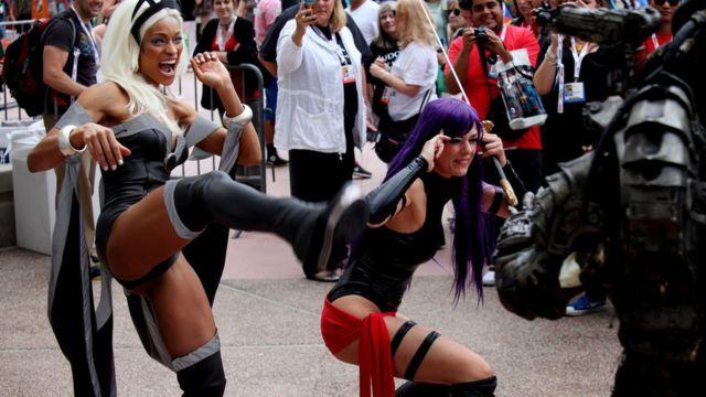 Fãs vestidos de super-heróis na Comic-Con