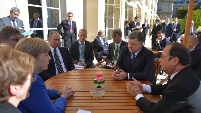 Ukraine crisis: 'Weapons pullout begins'