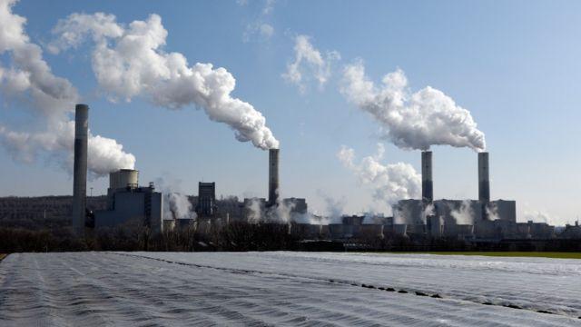 Plantas a carbón que emiten dióxido de carbono, uno de los principales gases de invernadero
