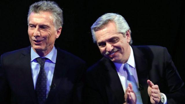 فرناديز (يمين) والرئيس المنتهية فترة ولايته ماكري(يسار) أثناء مناظرة سياسية