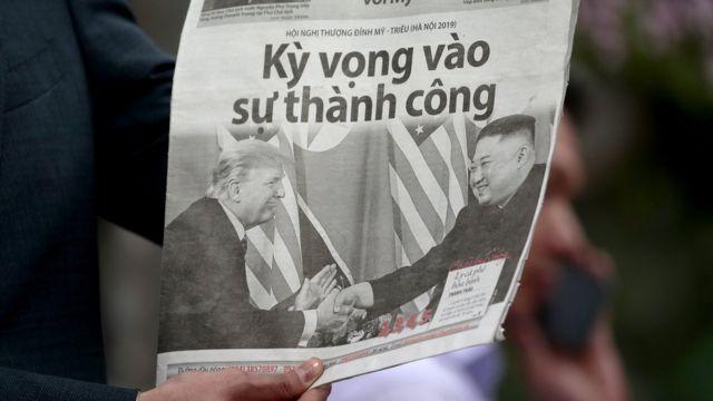 越南报章以头条新闻方式,报道特朗普与金正恩的会面。