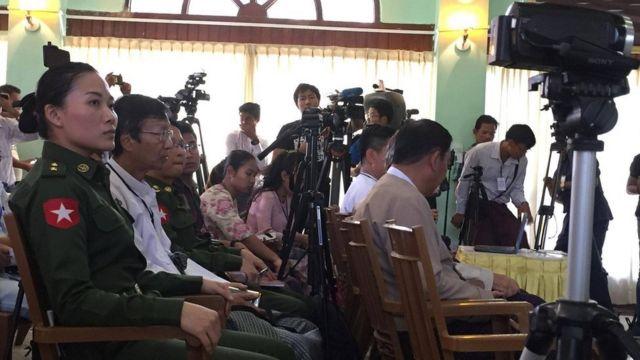 မြန်မာနိုင်ငံဟာ အင်အားကြီးပြည်ပနိုင်ငံ တွေရဲ့အားပြိုင်မှုကြောင့် ဖွဲ့စည်းပုံအခြေခံဥပဒေနဲ့ပတ်သက်ပြီး ရပ်တည်ချက်မှားရင် မြန်မာနိုင်ငံမှာ စစ်တလင်းဖြစ်သွားနိုင် တယ်လို့ ဗိုလ်ချုပ်မောင်မောင် က အခုလို ပြောပါတယ်။