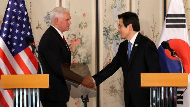 Pence saluda al presidente y primer ministro de Corea del Sur