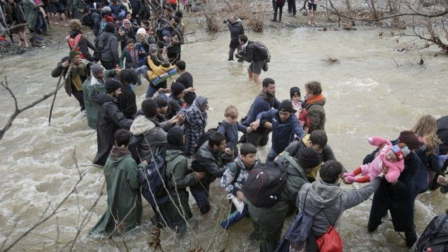 Migrants crossing into Macedonia from Greece