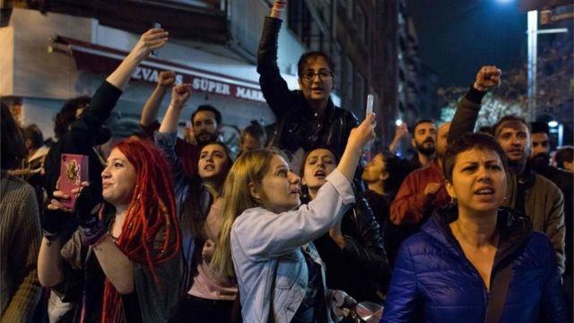 Протест в Стамбуле после объявления результатов референдума
