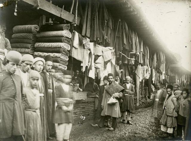 بازار (احتمالا) رشت، حدود ۱۹۰۰، عکاس آنتوآن سوروگین