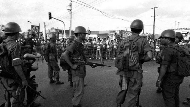 Авторитарный режим Маркоса пал, когда на демонстрации вышли миллионы
