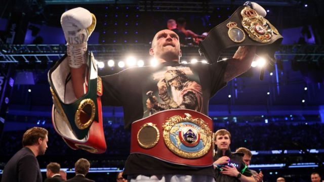 Usyk returns heavyweight title belts to Anthony Joshua after victory    PEAKVIBEZ