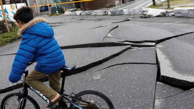 花蓮2月6日地震後市區地表變形