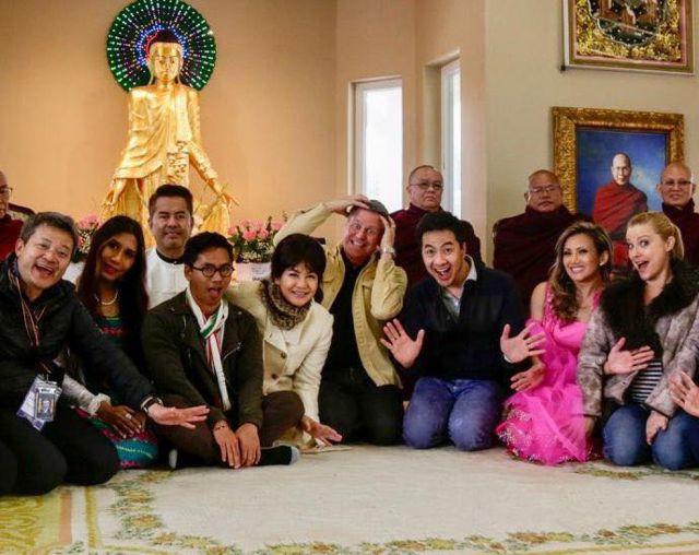 ရိုက်ကူးရေး မစခင် ဆန်ဖရန် စစ္စကိုက မြန်မာဘုန်းကြီးကျောင်းမှာ ရုပ်ရှင်အဖွဲ့သားတွေ ဆုတောင်းကြ