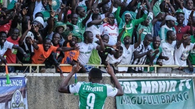 Les supporters de Gor Mahia exultent lors d'un but marqué contre Zamalek, le 3 février 2019.