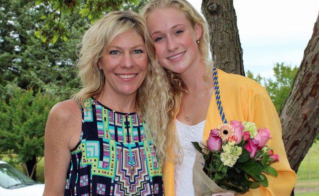 Elizabeth Burr e sua filha Madison